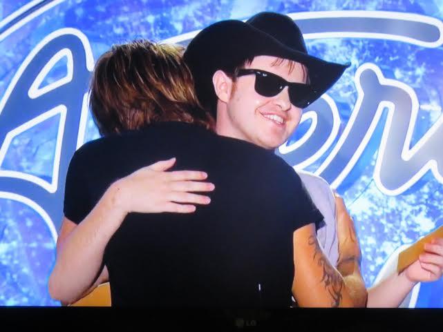 Keith-Urban-hugs-Garrett-Miles